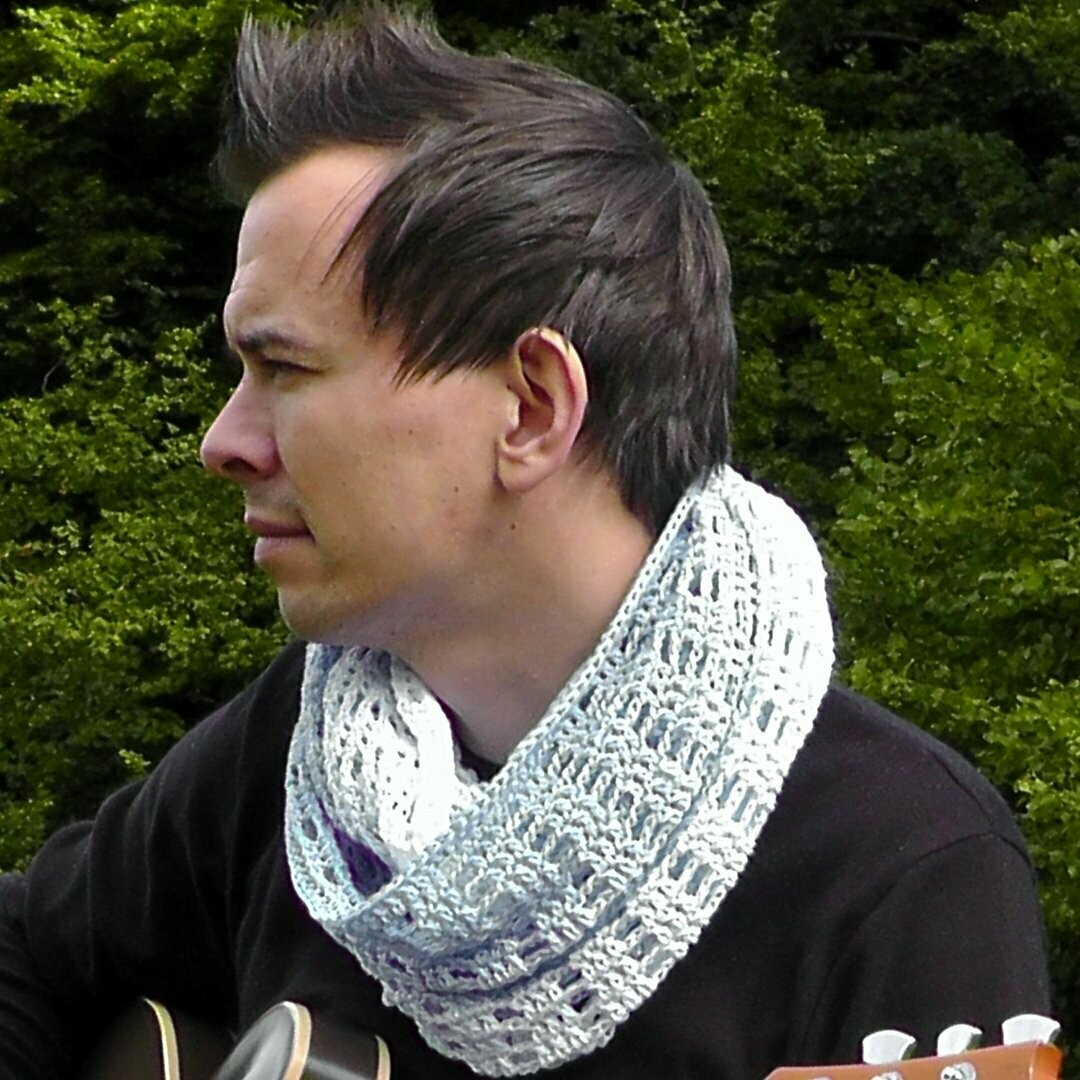 Zugspitze loop scarf crochet pattern video & PDF - Woolpedia®