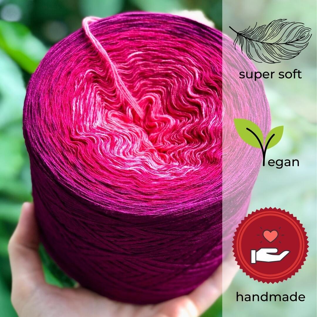 Woolpedia® Colors Beeren Smoothie gradient yarncake (modal)