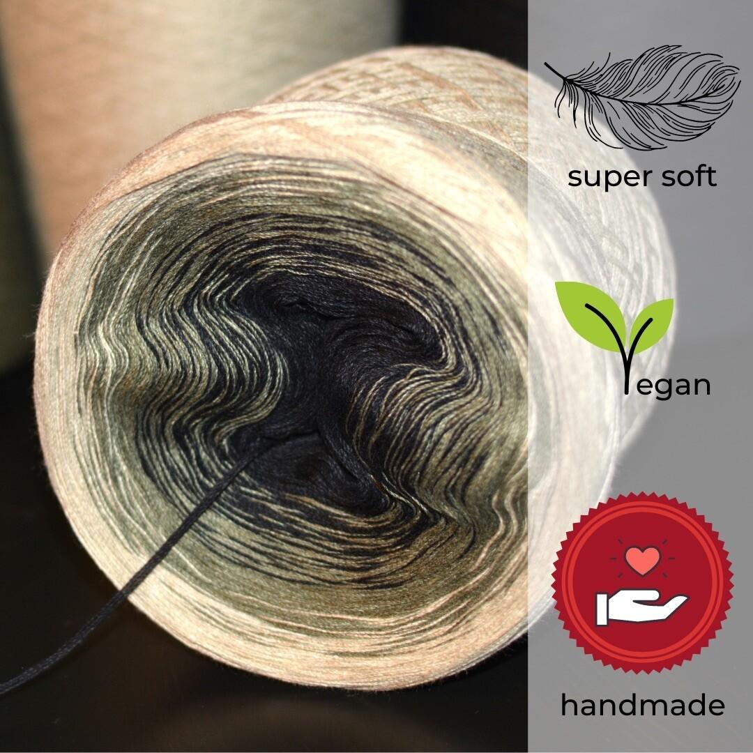 Woolpedia® Colors Phantom gradient yarncake (modal)