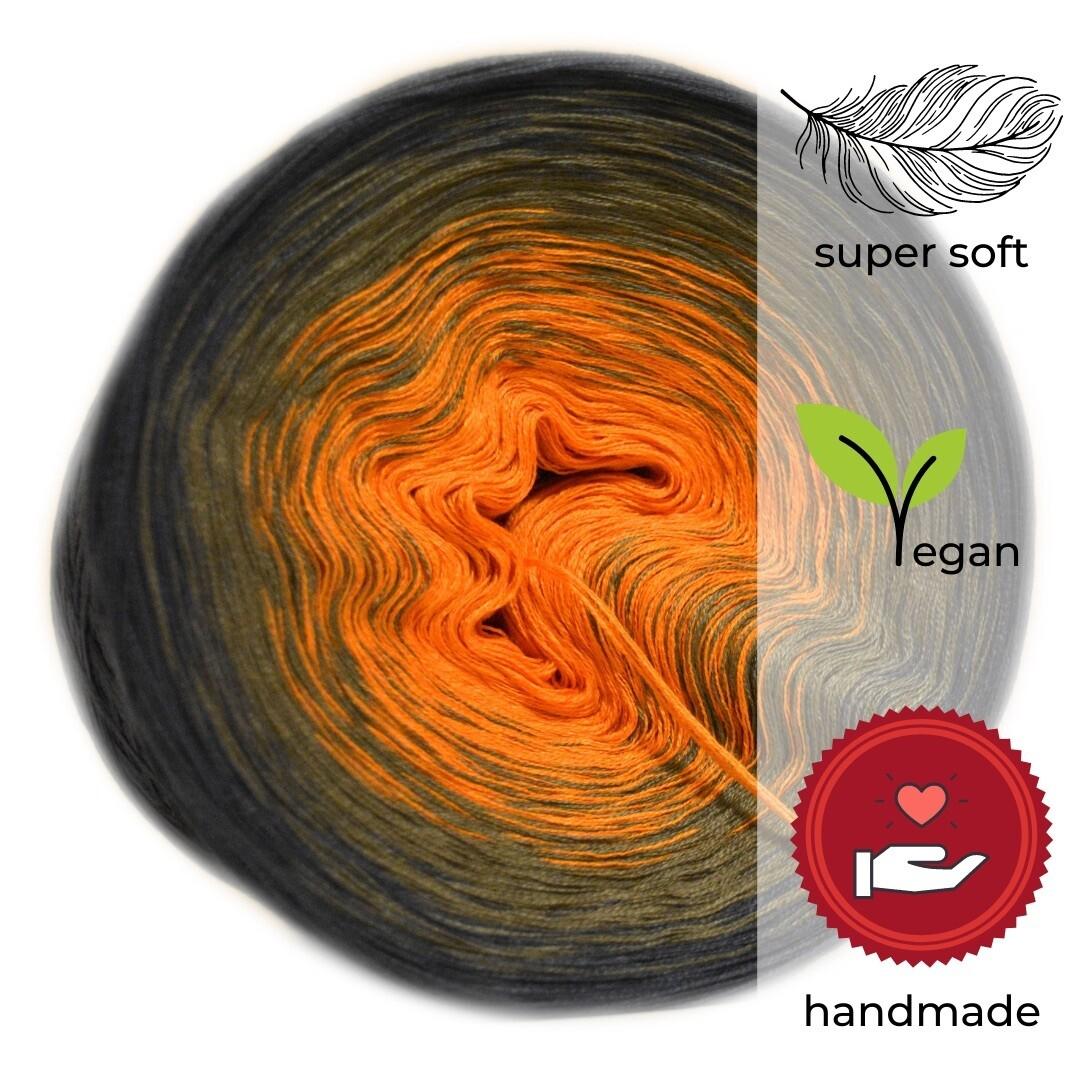 Woolpedia® Colors Schwarzwald gradient yarncake (modal)