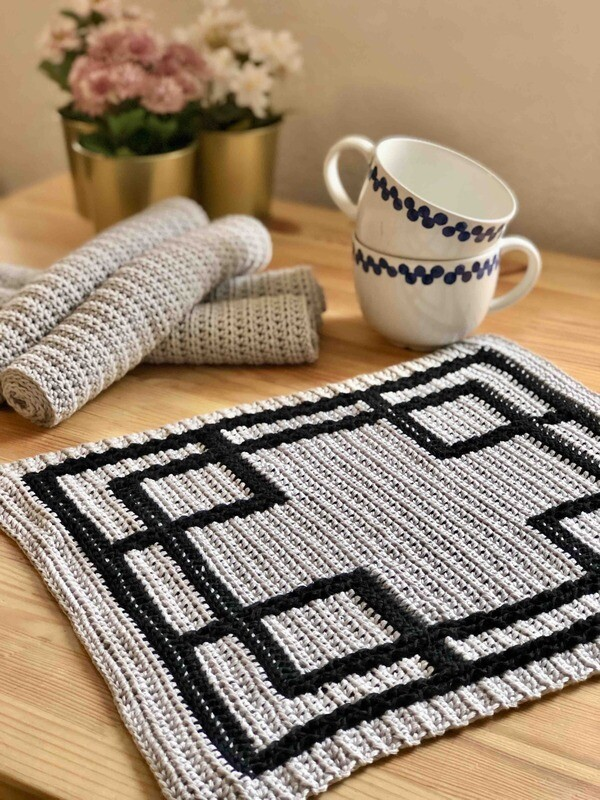 Tablecloth set Crossroads crochet tutorial PDF - Woolpedia®