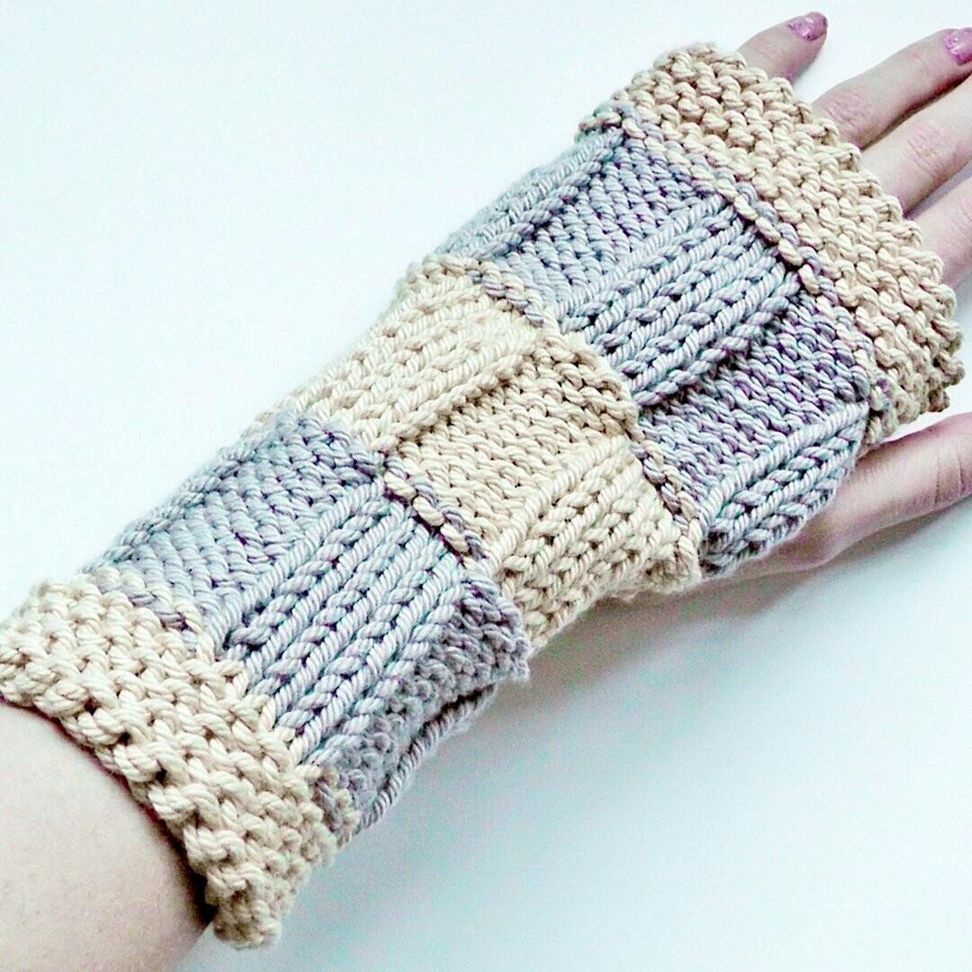 Basketweave cuffs / mitts knitting pattern video & PDF - Woolpedia®