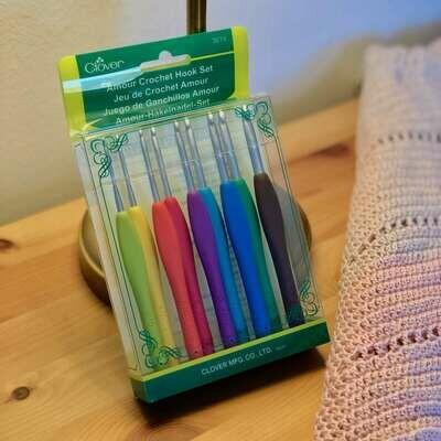 Clover Amour - luxury crochet hooks kit 2-6mm