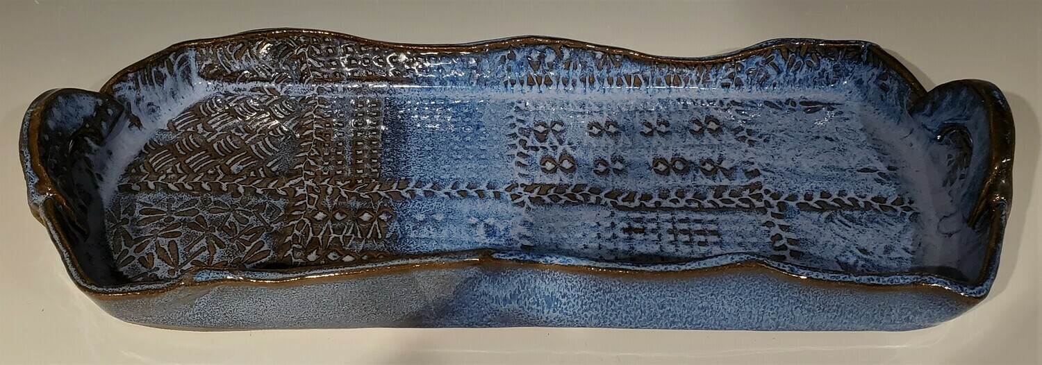 Handled serving tray in blue