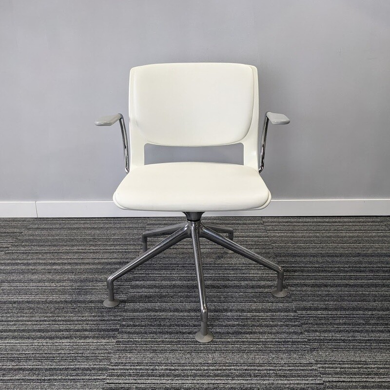 Swivel Work Chair by Teknion