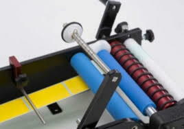 BenchMate 'PLUS' - manueel etiketteer-apparaat voor smalle flesjes met een diameter kleiner dan 5,5 cm