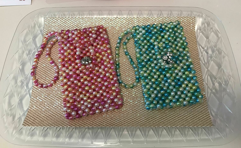 Le Sac de Volonté - Multi-hue Pearlized Beaded Cell Phone Purse Clutch