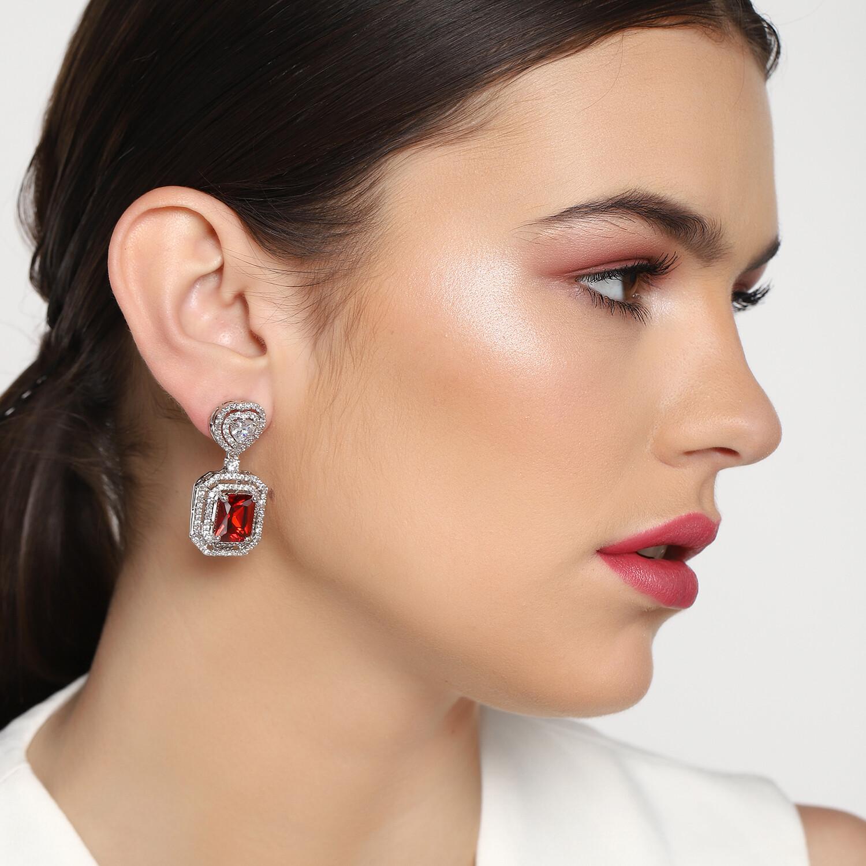 Estele Glam Glow Stud Earrings