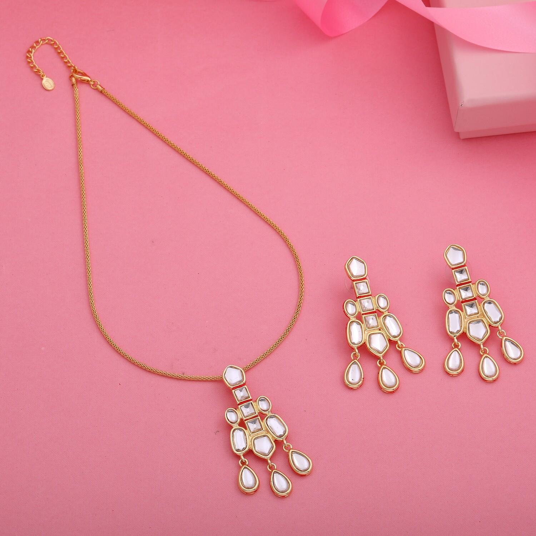 Estele Fashion 24KT Gold Plated Kundan Traditional Pendant and Earring Jewellery Set