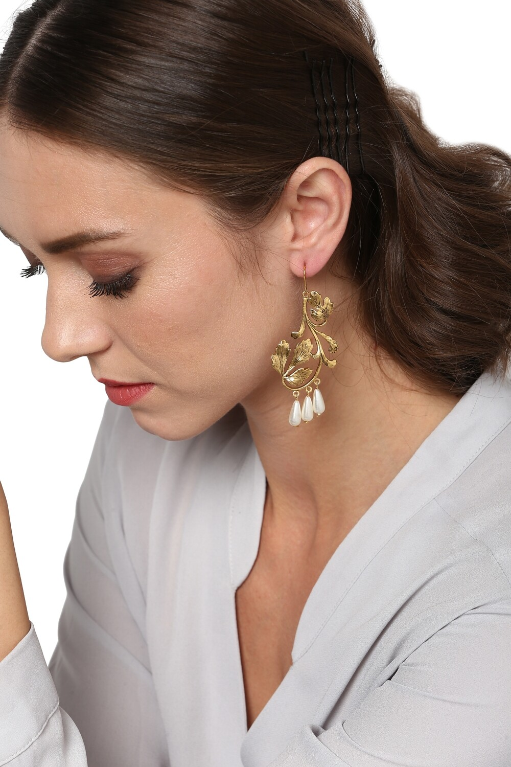 Estele Leafy Pearl Earrings