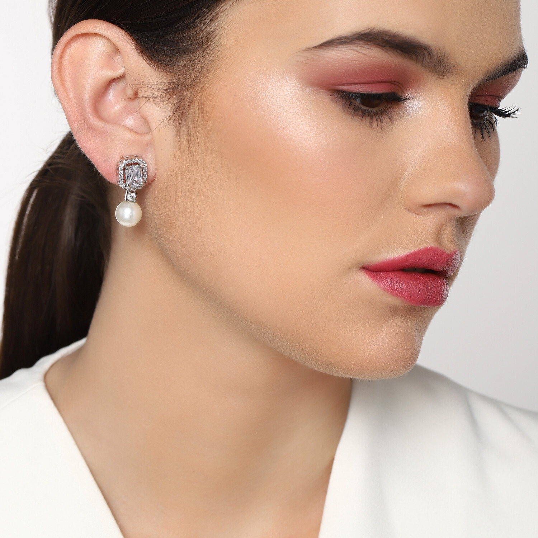 Estele Pearl Drop Holly Earring