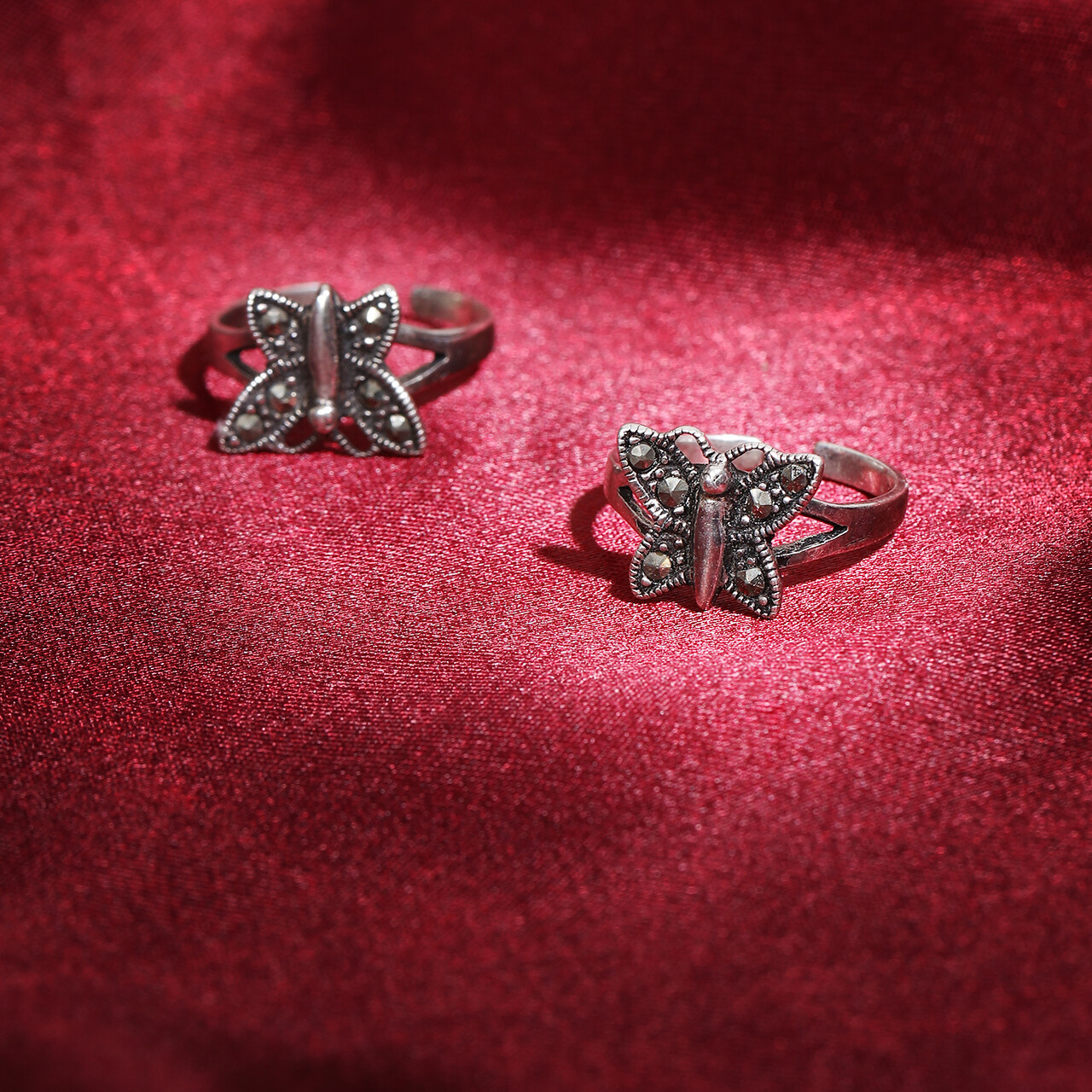 IndusDiva Oxidized With Marcasite Stones Toe-ring