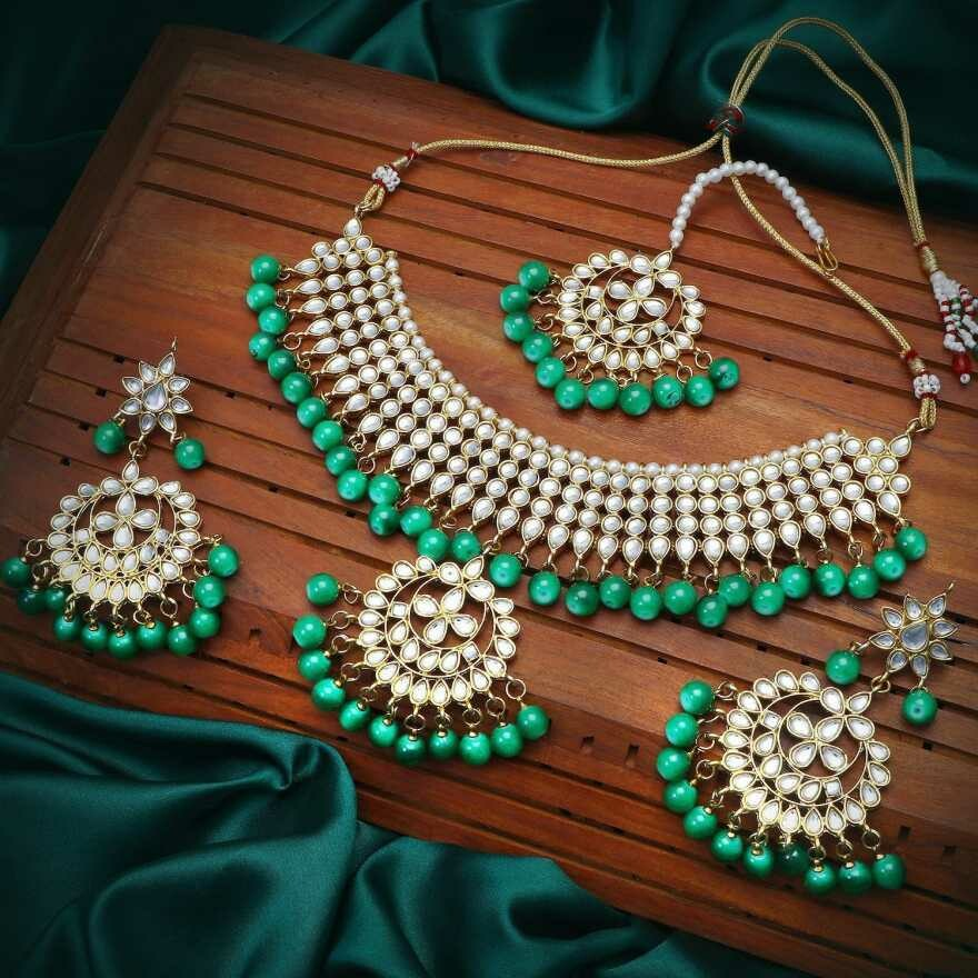 Aheli Kundan Maang Tikka And Necklace Earrings Set
