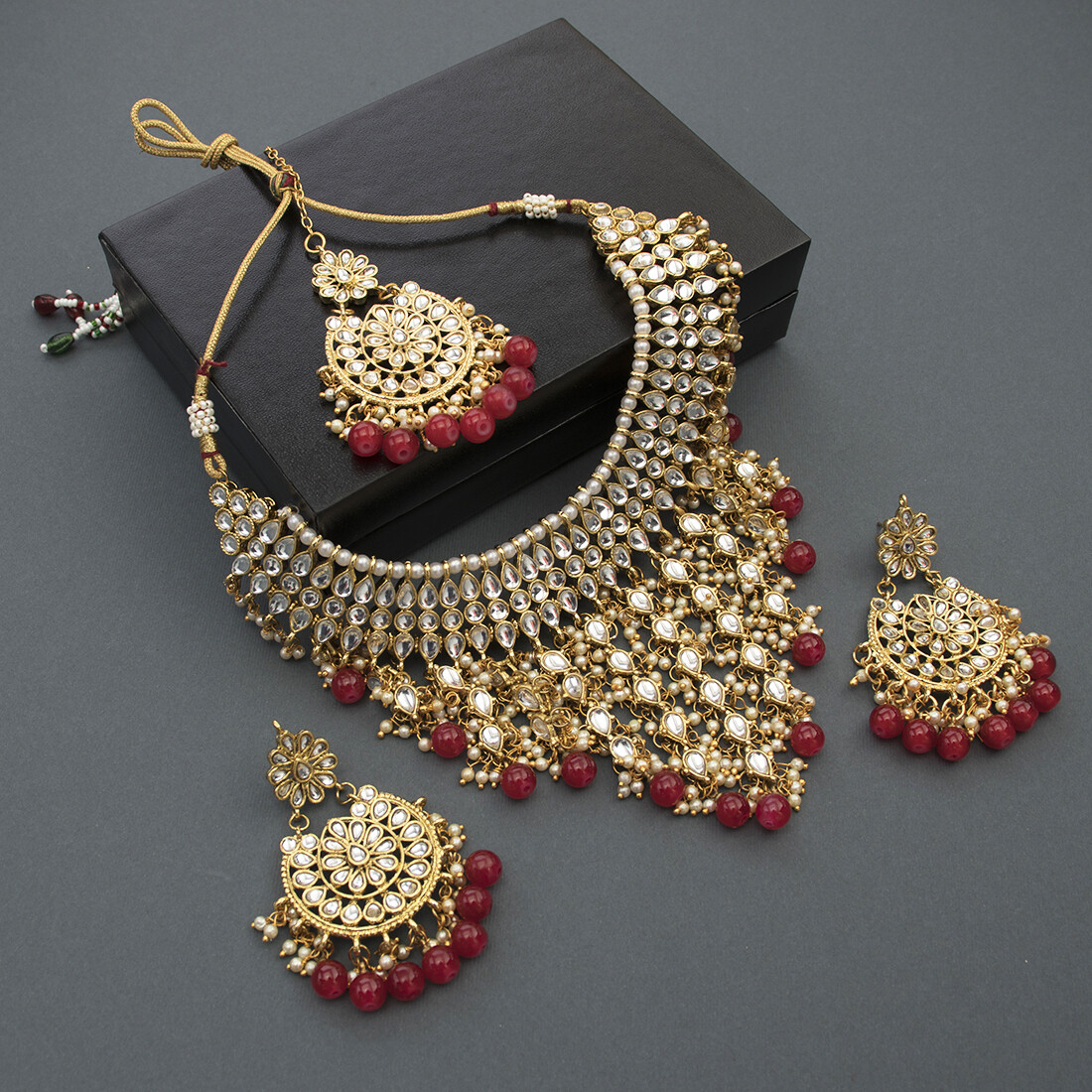 Aheli Traditional Kundan Maang Tikka With Necklace And Earrings Jewelry Set for Women