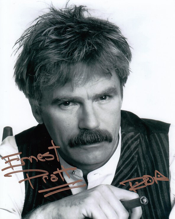 Richard Dean Anderson signed photo