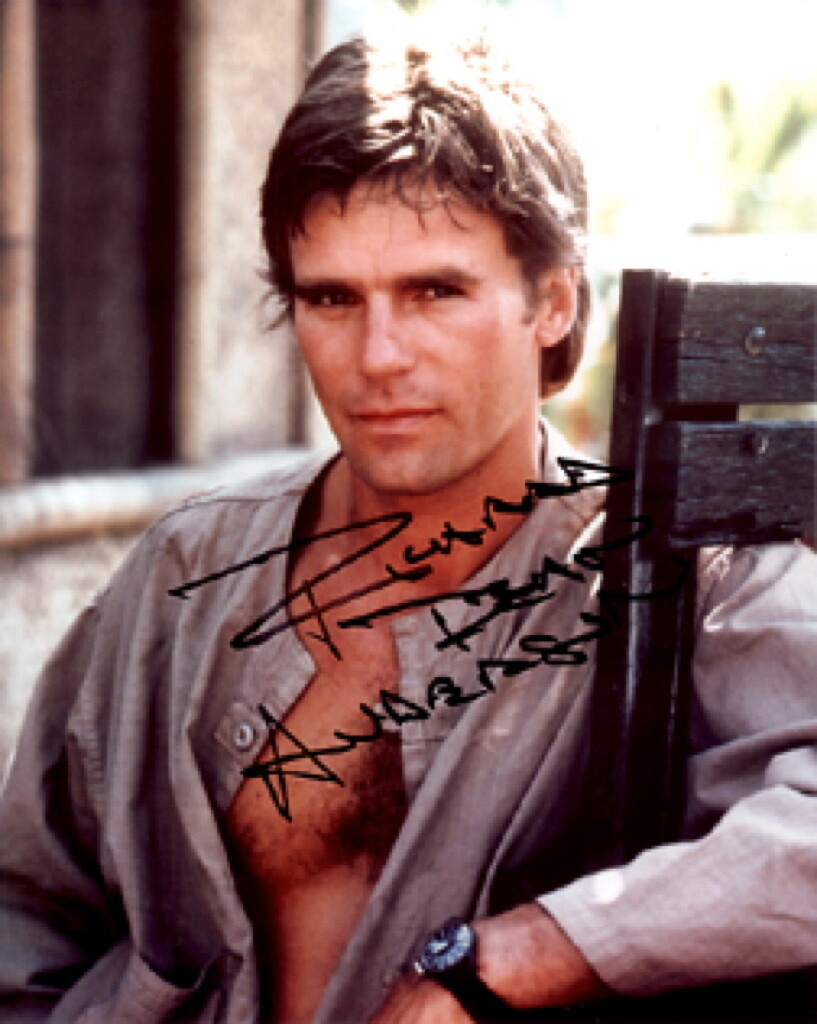 Richard Dean Anderson signed photo with FREE 'MacGyver' license plate