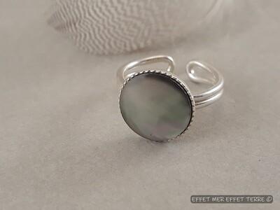 Bague ronde argent et nacre grise