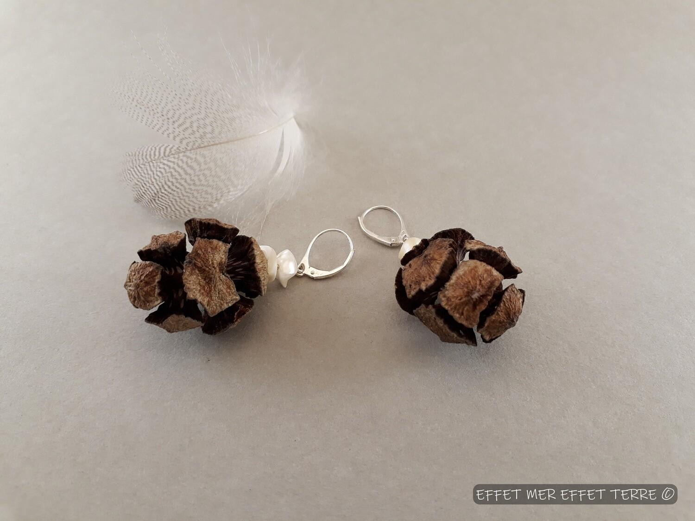 Boucles d'oreille pin et perles de nacre