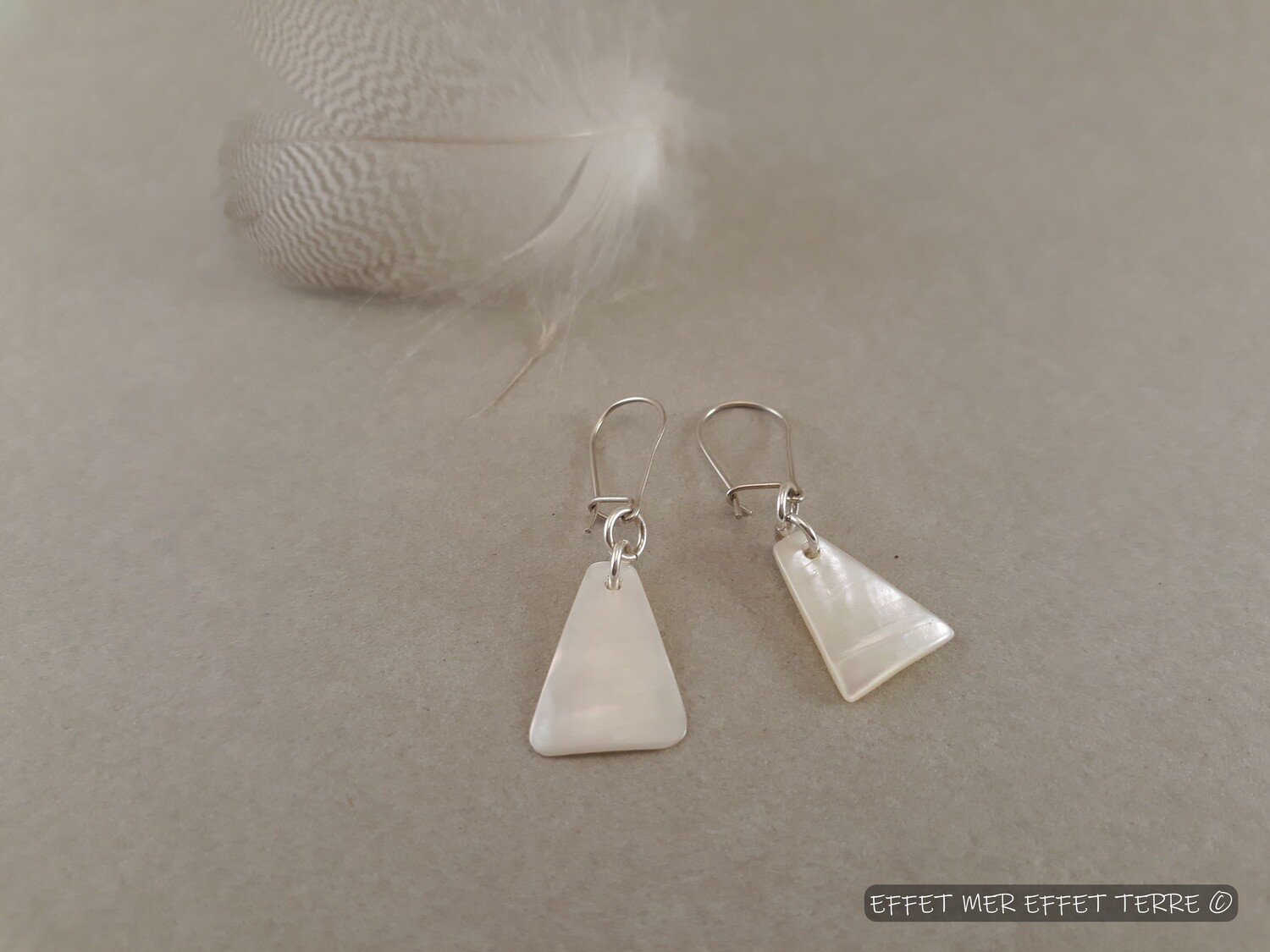 Boucles d'oreille triangle nacre