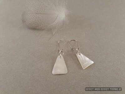 Boucles d'oreille triangle nacre