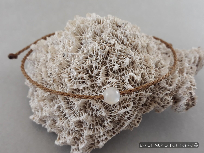 Bracelet macramé et une perle nacre blanche