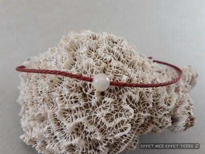 Bracelet macramé rouge et une perle nacre blanche