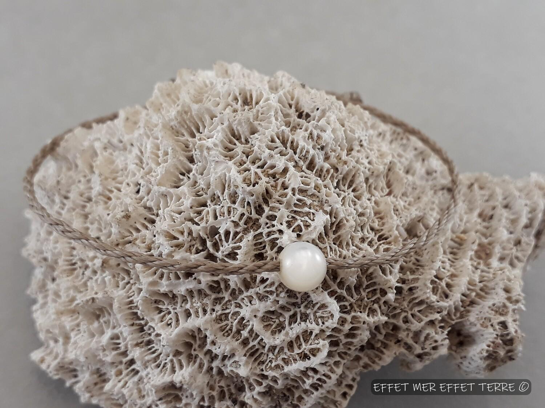 Bracelet macramé beige et une perle nacre blanche