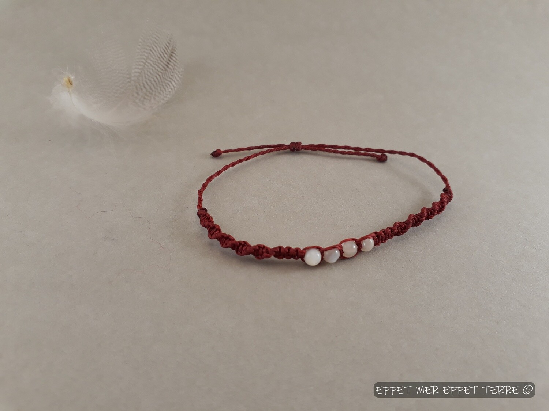 Bracelet macramé rouge  et 4 perles nacre blanche