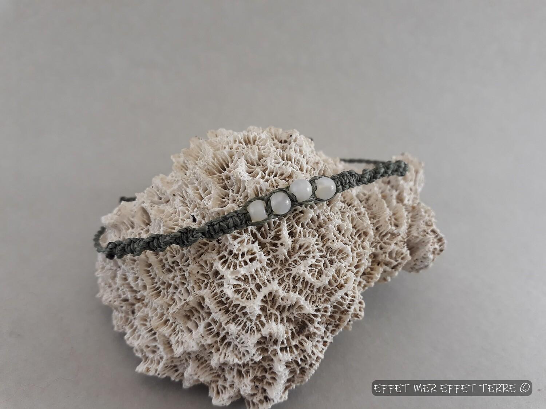Bracelet macramé taupe et 4 perles nacre