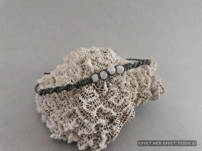 Bracelet macramé gris foncé  et 4 perles nacre