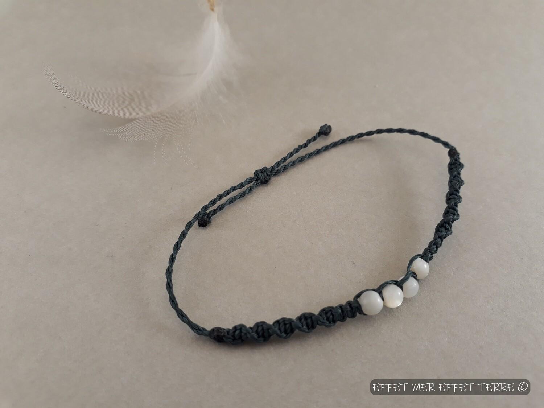 Bracelet macramé bleu et 4 perles nacre