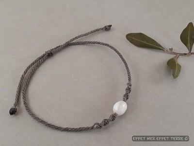 Bracelet macramé gris olive nacre blanche