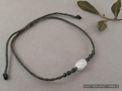 Bracelet macramé vert kaki olive nacre blanche