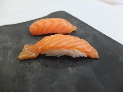 Nigiri de salmó amb ous de salmó (2 peces)