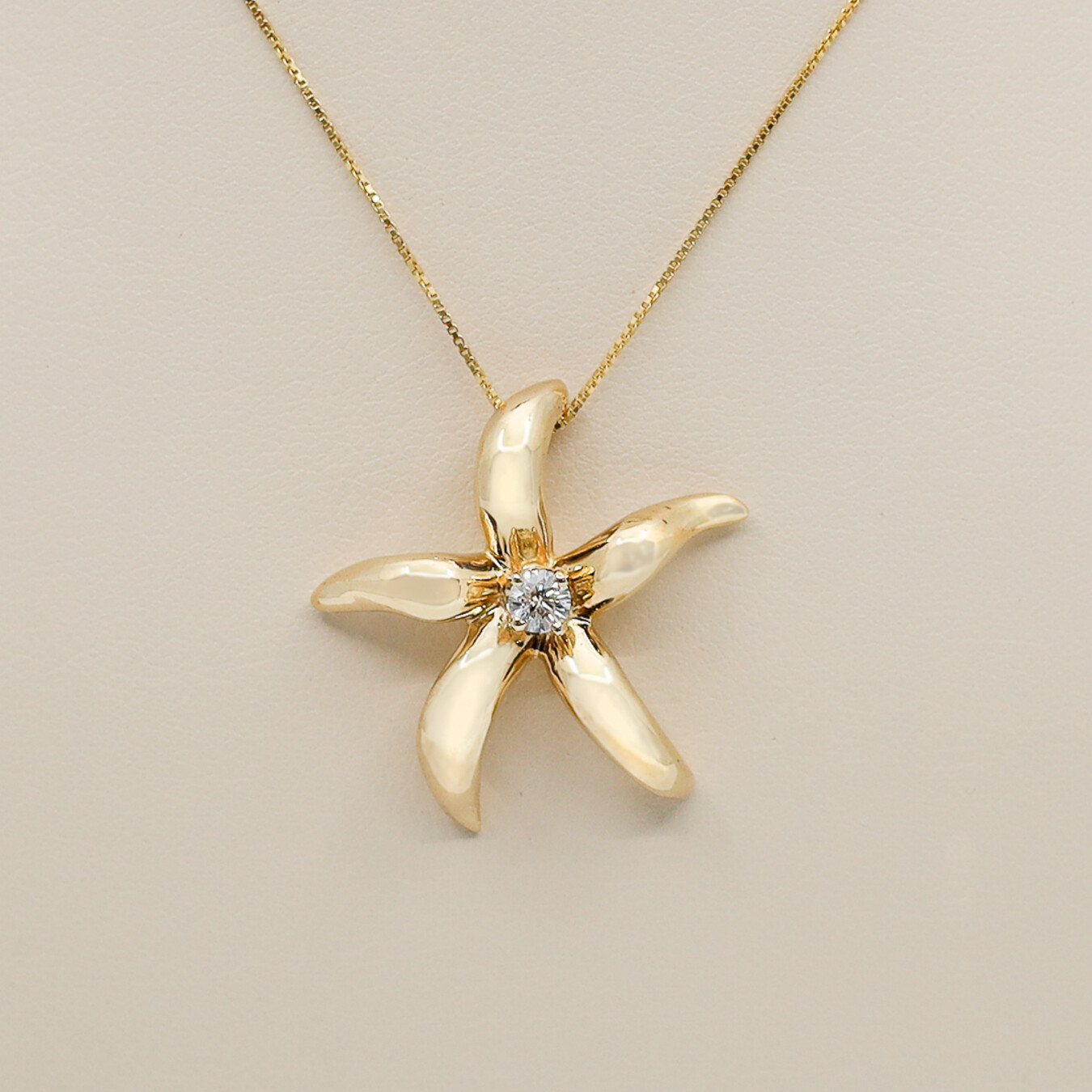 Starfish Pendant with Diamond