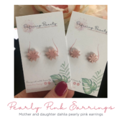 Dahlia Pearly pink studs