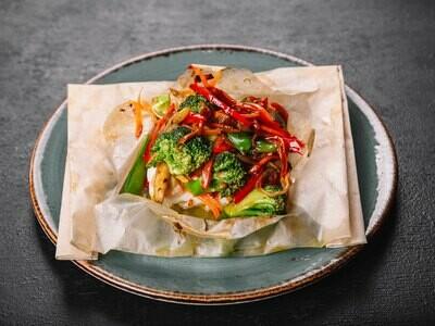 Филе трески с овощами, запеченное в пергаменте