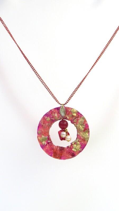 Sautoir rouge et perles de culture