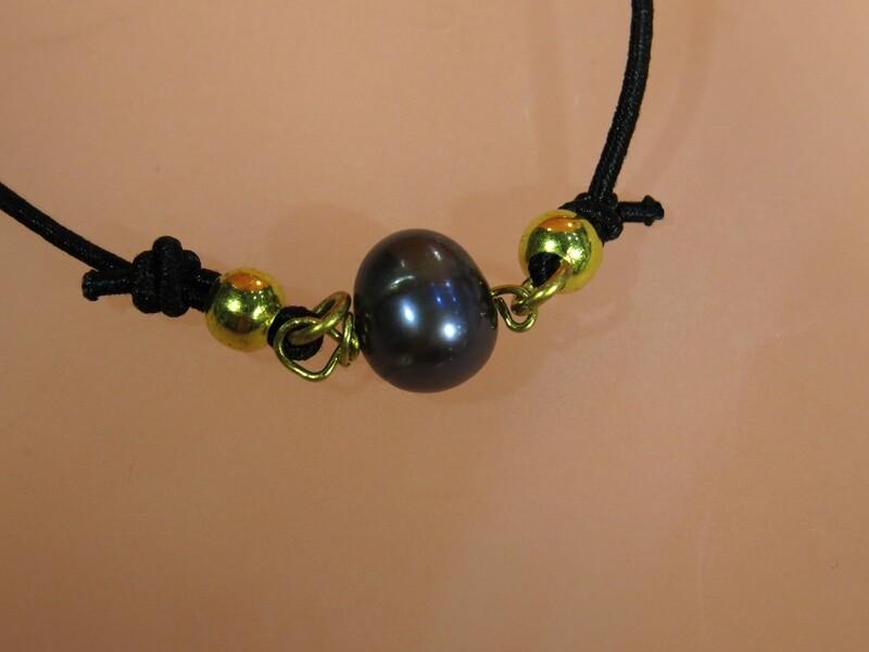 Bracelet perle de culture baroque, réglable.