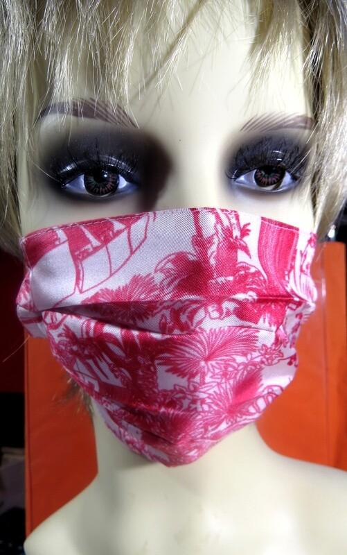 Masques en soie rouge