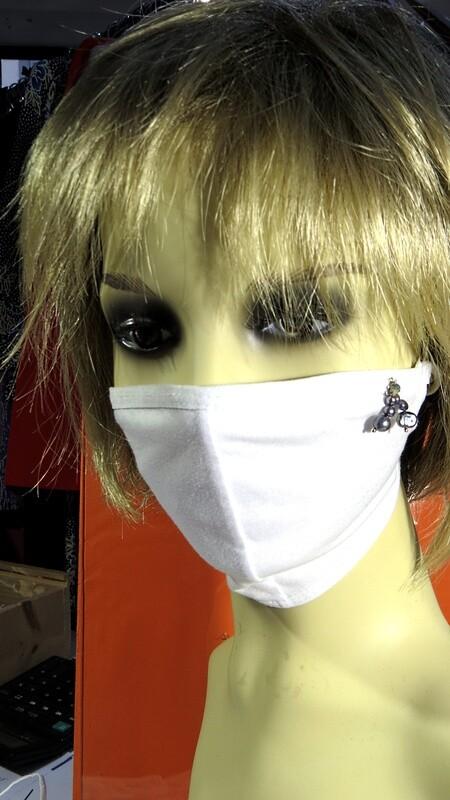 Masque coton et perles de culture noires