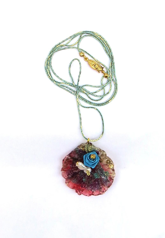 Sautoir, une rose et ses perles de culture