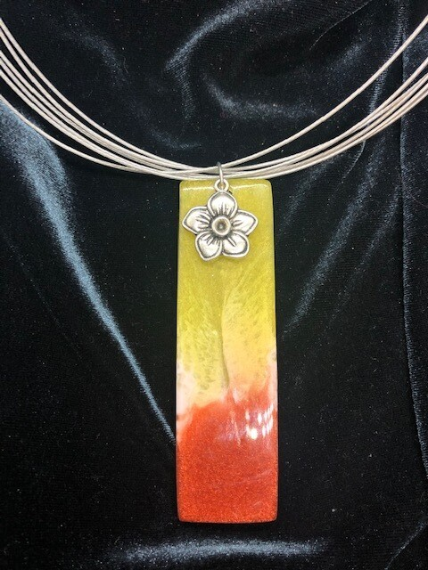 Bright resin and silver necklace