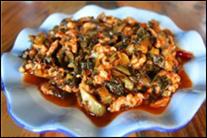Yunnan svínakjöt með súrsuðu grænmeti