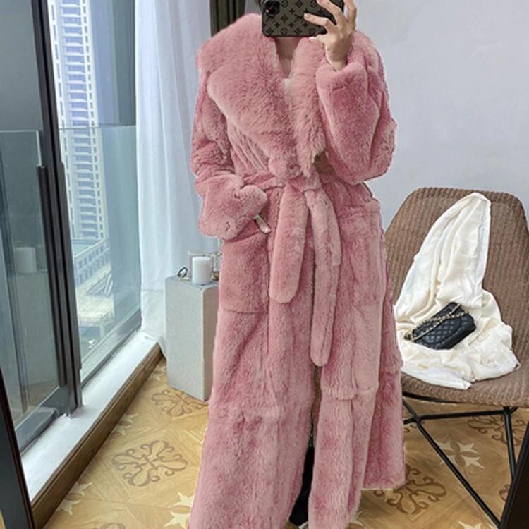 Manteau en fausse fourrure avec col et ceinture