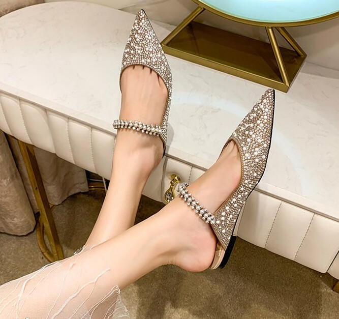 Mule with flat heels