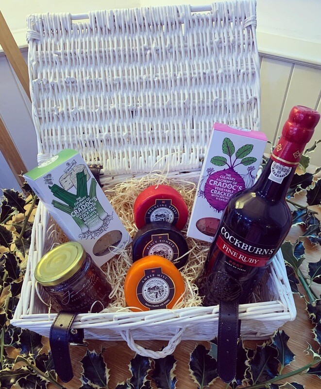 Wicker Cheese and Port Hamper
