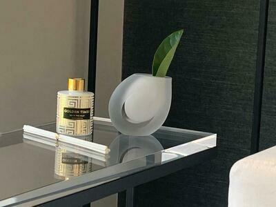 White frost slant vase - 115mm x 70mm x 150mm