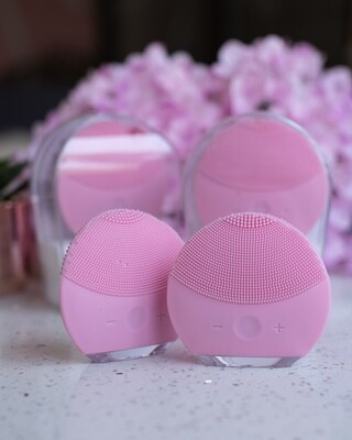 Silicone Facial Cleansing Device (Foreo Immitation)