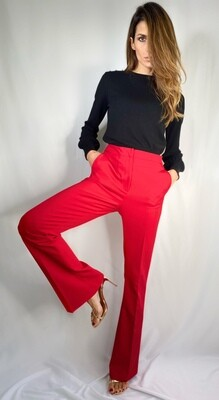 Pantalone rosso di taglio maschile